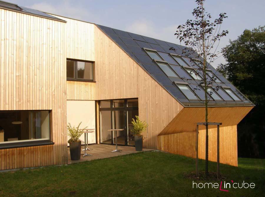 Zadání pro návrh domu bylo zaměřené na energeticky ekologický aktivní dům s minimálními emisemi kysličníku uhličitého a možností použití šikmé střechy.