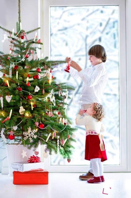 Nechte děti ozdobit vánoční stromek