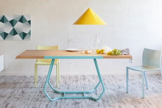 Jídelní stůl s rozkládacím mechanizmem