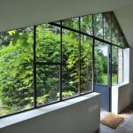 Skleníková okna umožňují maximální přísun denního světla i do vstupních prostor.