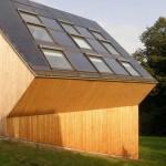 V detailu střechy je patrné, že solární systém nijak nenarušuje estetickou kvalitu.