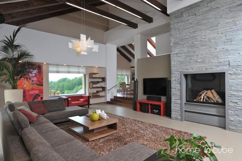 Ve velkorysém obytném prostoru s úctyhodným rozměrem 60 m2 bylo zapotřebí zvolit i objemově odpovídající zařizovací předměty.