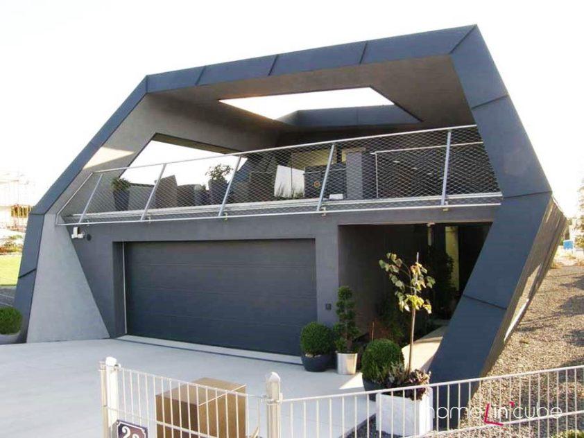 Terasa je součástí domu a pro kvalitnější pobyt jsou okna i zde.