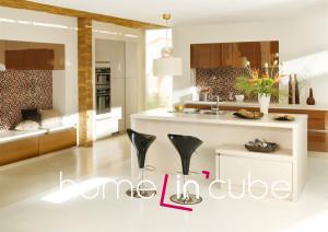 Dokonalou harmonii barev i nábytku do kuchyně a obývacího pokoje představuje model kuchyně GL 7280/3426 značky Ballerina v lesklém provedení a čistých liniích.
