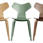 Jídelní židle Grand Prix Launch od Fritz Hansen ve třech barevných provedení