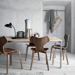 Dřevěná židle od Fritz Hansen je skvělým doplňkem každého jídelního stolu