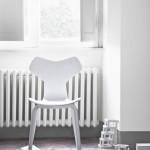 Jídelní židle v bílém provedení od Fritz Hansen