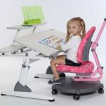 Rostoucí nábytek může umožňovat i náklon pracovní desky