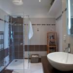 Na přání byla vybudována velká koupelna, do které se vešla vana i sprchový kout.