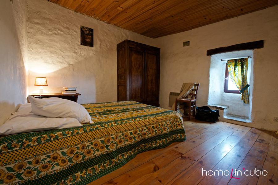 V domě jsou celkem 4 ložnice pro 12 lidí. I jejich zařízení je stylové.