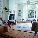 Tapety s květinovým vzorem vnášejí do interiéru romantickou atmosféru