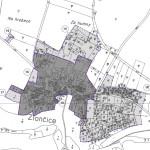 Výřez zastavěného území obce, vymezeného postupem dle stavebního zákona - čárkovaná fialová čára. Plná fialová čára značí zastavěné území z roku 1966