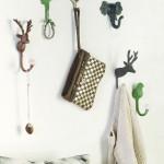 Závěsné dekorativní háčky typu 13_rikki jsou doplněny hlavičkami jelínka, sovy, beránka, slona a vrabce.