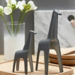 Dekorační předměty ve tvaru žirafy typu14_rikki_2jsou vyrobeny ze dřeva.