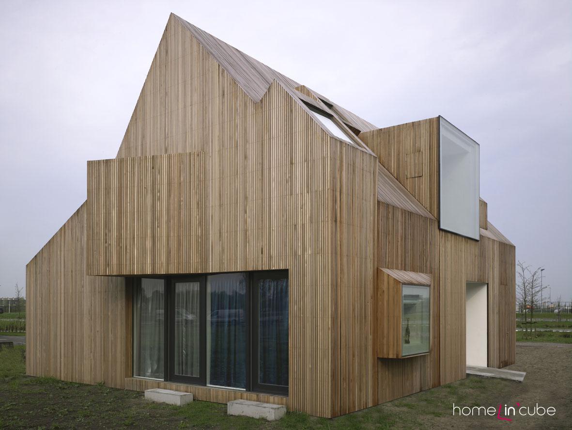 Jednotný povrch všech částí domu dává vyniknout jeho kompozičnímu prostorovému uspořádání.