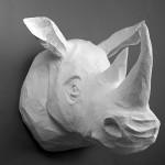 Závěsná dekorace typ 6_maria_hlava nosorožce z papírové hmoty