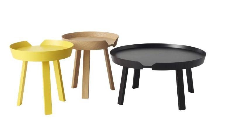 Pokud to prostor jen trochu dovoluje, je vhodné místo jednoho velkého konferenčního stolku pořídit tři menší, které se budou doplňovat barvou a rozměrem. Around, vyrábí Muuto.