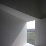 Průhledy vikýřů ozvláštňují interiér a dávají mu neobvyklou atmosféru.