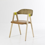 Nadsázka je v posledních letech oblíbeným motivem všech světoznámých designérů. Patricia Urquiola jí dosáhla pouhou parafrází klasické jídelní židle. Mathilda, vyrábí Moroso.
