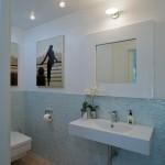 Interiér toalety je řešena ve stejném výrazu jako ostatní koupelny.