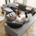 Z různě tvarovaných dílů je možno vytvořit takovou sestavu, která splní i náročné požadavky na pohodlí. Model 546 (Rolf Benz), prodává Inpro CZ.