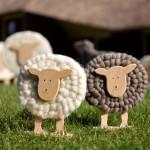 Symbolem velikonoc jsou i ovečky. Šíře 40 cm, cena 778 Kč, šíře 26 cm, cena 345 Kč, šíře 12,5 cm, cena 105 Kč, Flortrend.