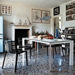 Pestrá podlaha je pro provoz kuchyně velice praktická. Nábytek je však třeba volit v neutrálních barvách.