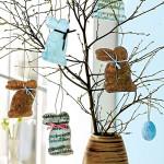 Pučící březová větvička s vystřiženými papírovými obrázky zvířátek navodí u nás atmosféru jarních svátků.