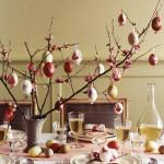 Na slavnostním velikonočním stole nesmí chybět symboly jara a probouzejícího se života, t.j. zelené snítky a vajíčka.