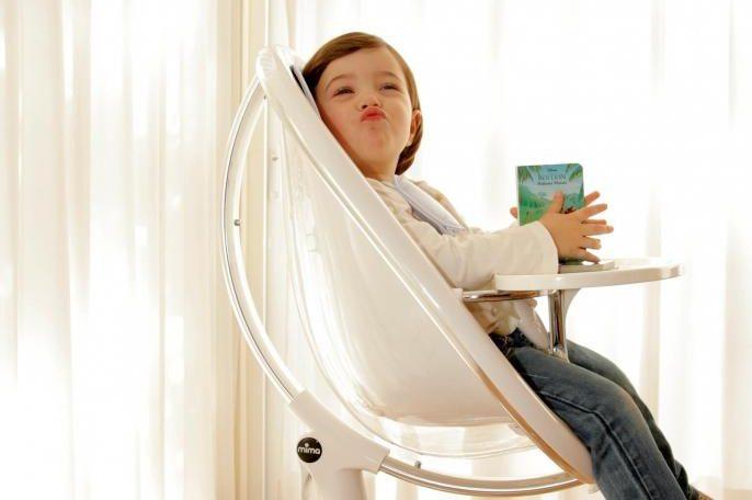 Výškově stavitelná jídelní židlička Mima moon (Mima), kovová podnož, plastový sedák. Rozměr 61 x 55 x 61/78 cm.