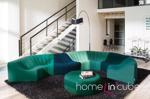 Tvarovaný sed poskytne maximální pohodlí. Chromatique (design Kwok Hoï Chan, Calia Italia), prodává Centrum Hanák.