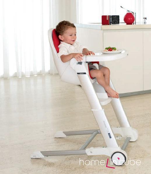 Dětská židle Zuma (Inglesina) má výškově stavitelný a polohovatelný sedák, má kolečka a lze jednoduše složit, takže nezabírá místo. Odnímatelný stolek dovoluje židli používat do vyššího věku dítěte.