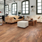 Použití dlažby na podlahách v loftech je přirozené, dokonale ladí s technicistním prostředím. Slinutá dlažba Chalet, (Cerdisa), formát prken 13 × 80 cm a 20 × 80 cm, M. B. KERAMIKA