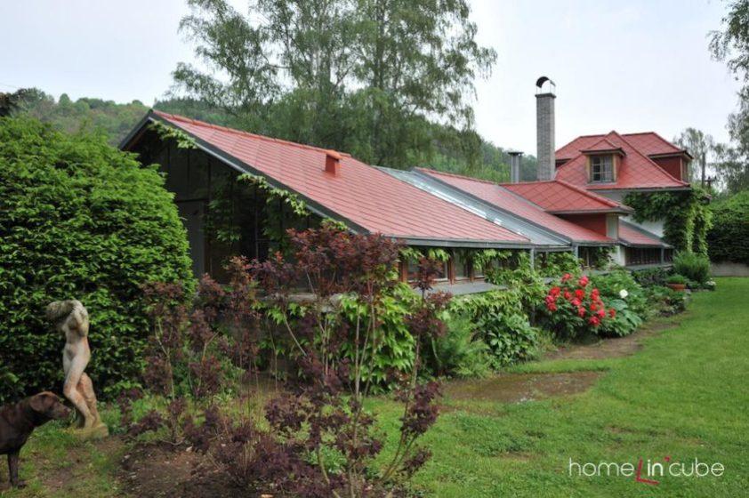 Popínavými rostlinami barevně i prostorově zvýrazníme části domů.