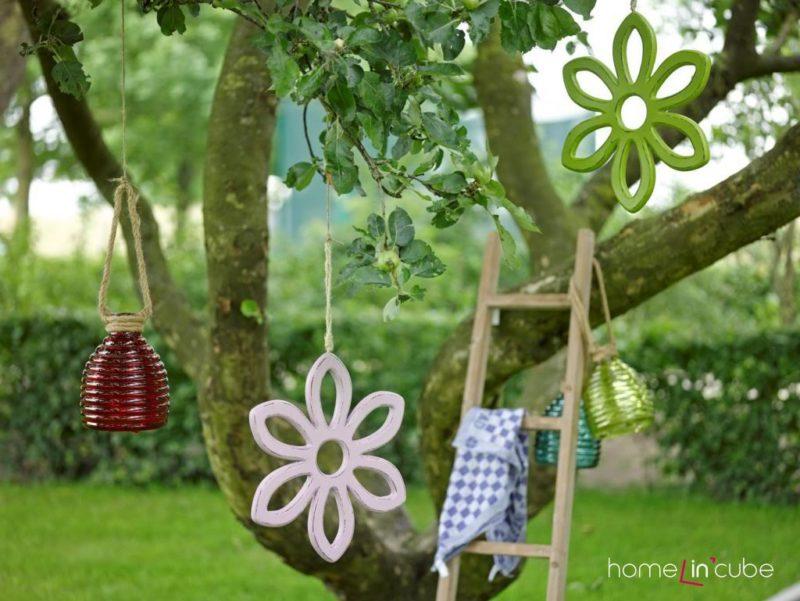 Přirozenou krásu ovocných stromů je možno ještě více zvýraznit ozdobami