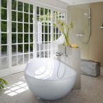 Jednoduchost provozu, střídmost zařizovacích předmětů a vazba na související přírodu vytváří eleganci prostoru koupelny. Nádherný koncept firmy Keuco.