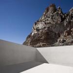 Dům výběrem materiálů dokonale harmonizuje s kamennou krajinou.