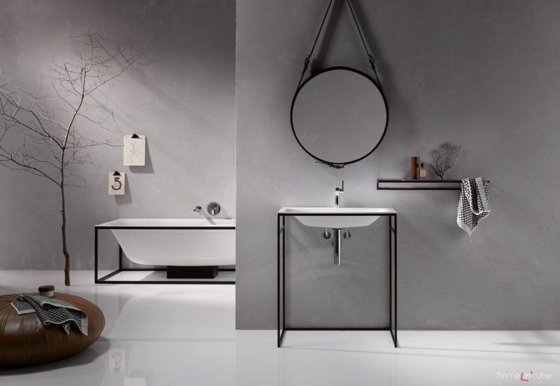 Koupelna s jednoduchými zařizovacími předměty
