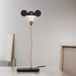 Stolní lampa Ricchi poveri Toto.Žárovka se rozsvěcí a zhasíná dotykem.