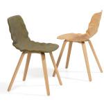Židle s neobvyklým tvarem sedáku