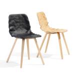 Židle s nezvyklým zvlněným sedákem s opěrákem