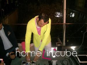Designér Karim Rashid se na Zoně Tortoně předvedl jak DJ.