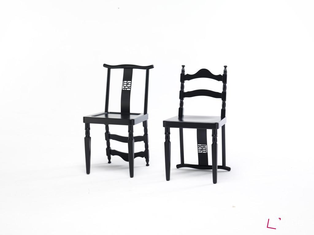 Nebaví vás opěrka zad? Tak židli otočte, přehoďte přední nohy a máte jinou. Nápad pochází z dílny Ctrlzak a jmenuje se Reverse. Dřevo, rozměr 43 x 40 x 84 cm, Mogg.