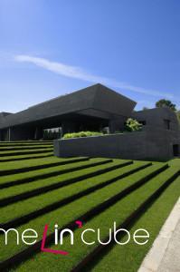 Severovýchodní pohled ze zahrady, která je z části řešena terasově.