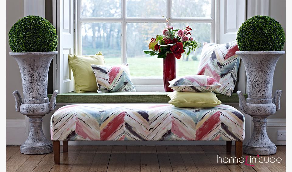 Nezapomeňte, že můžete celkem snadno sjednotit čalounění nábytku a textilní dekorace. Prestigious textiles