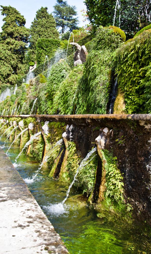 Zahrada Villa d'Este je zapsána na seznamu UNESCO, a to pro svou působivou sbírku vodních prvků, soch a jeskyní ve stylu manýrismu a baroka.