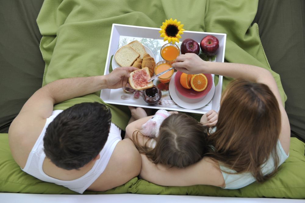 Doplňky, které zpříjemní snídani v posteli.