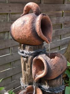 Fontánky jsou výraznou ozdobou každé zahrady.