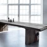 K výrobě nábytku stačí najít několik starých prken.