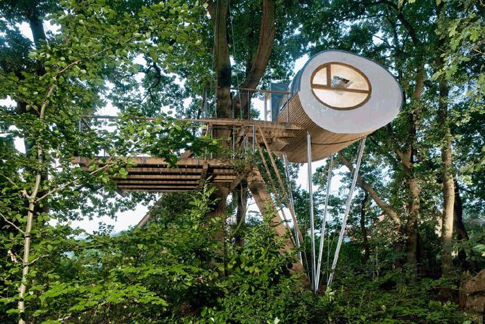 Rodinný treehouse Djuren na okraji obce v severním Německu.
